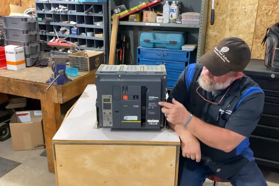 replace a Square D Masterpact operating handle on the NW circuit breaker